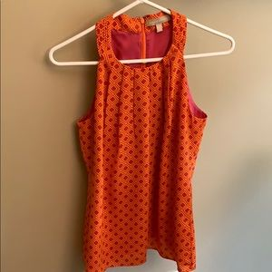 Beautiful sleeveless blouse with pleated front